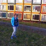Kandidaat raadslid Linda Pontier met op de achtergrond de spaceboxen.