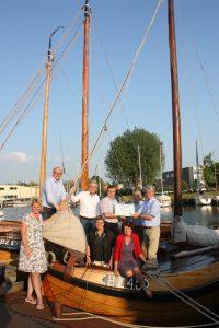 CDA Huizen geeft gift aan stichting Huizer Botters