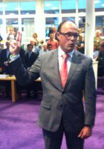 Ruben Woudsma legt de eed af bij zijn benoeming
