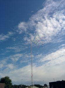 Loslaten luchtballonnen te ere opening sporthal de Wolfskamer