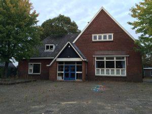 Hoofdgebouw van de Koningin Wilhelminaschool in Huizen.