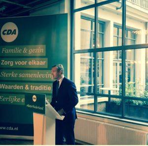 Sybrand Buma presenteert programma 'Samen sterker voor Nederland'.